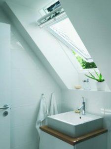 Łazienka na poddaszu aranżacja, łazienka na poddaszu, łazienka na poddaszu okno dachowe, łazienka na poddaszu prysznic.