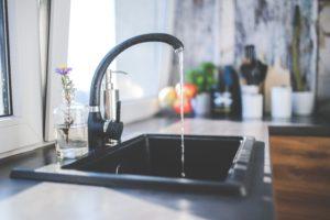 Czyszczenie zlewu granitowego – kilka prostych kroków w utrzymaniu czystości!
