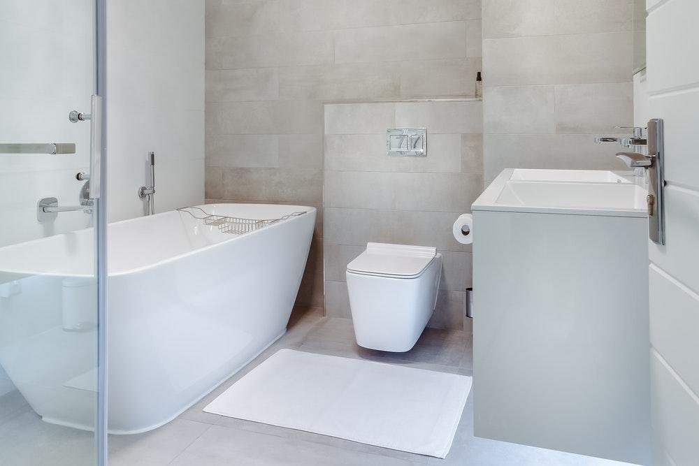 10 wskazówek dotyczących bezpieczniejszej łazienki