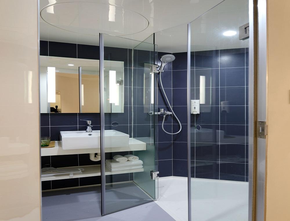 Jak wybrać brodzik i drzwi prysznicowe? Odpowiadamy!