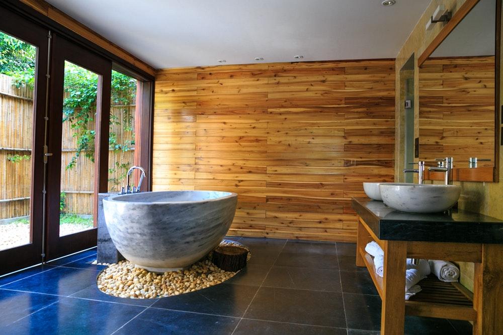 Łazienka bez płytek – jak ją stworzyć?