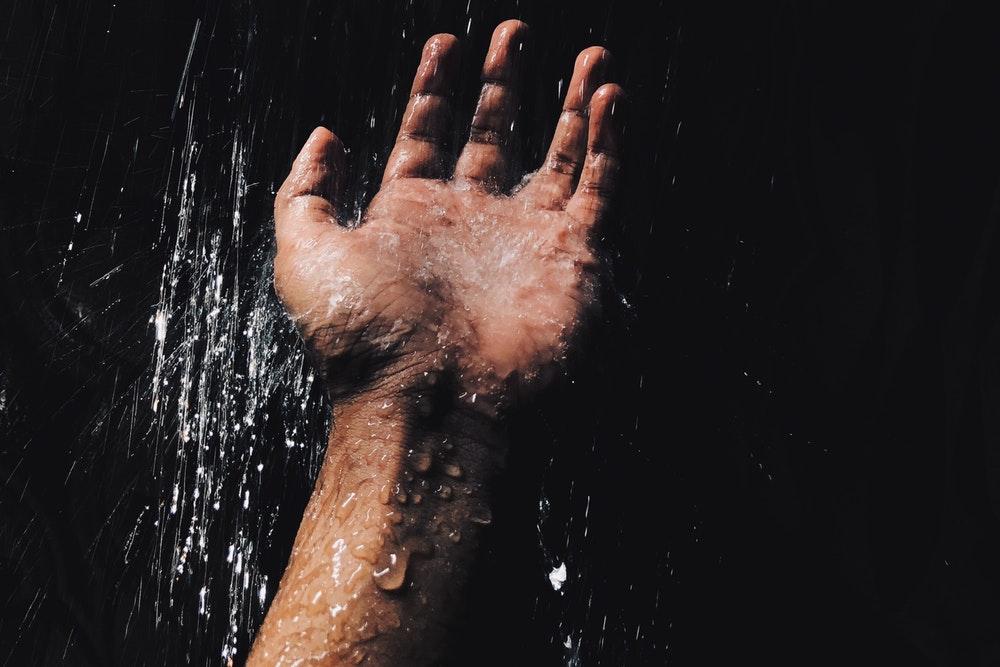 Zimny prysznic – 10 zalet korzystania z takiego rozwiązania!